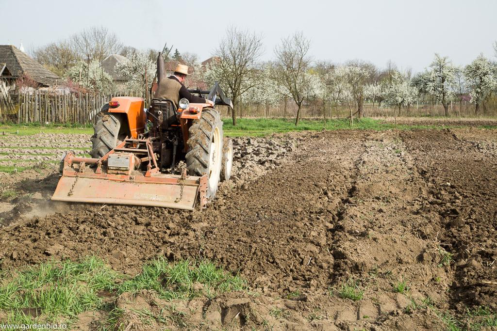 Discuirea solului pentru realizarea straturilor