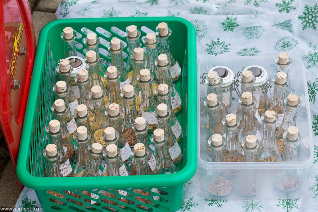 Seminţele tradiţionale ce le salvez de la an la an, păstrate în recipiente de sticlă